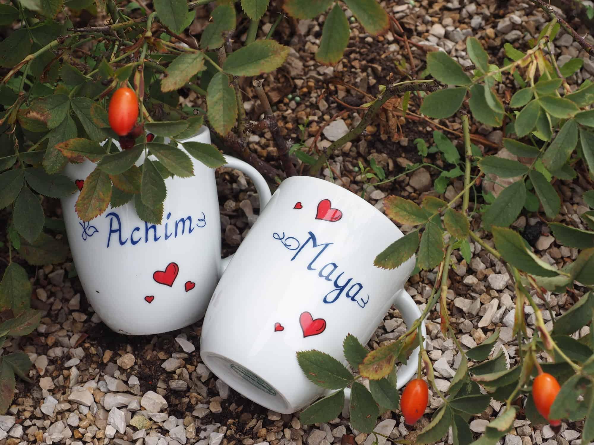 Namenstasse Porzellan rundlicher Becher Daria mit roten Herzchen und Namen