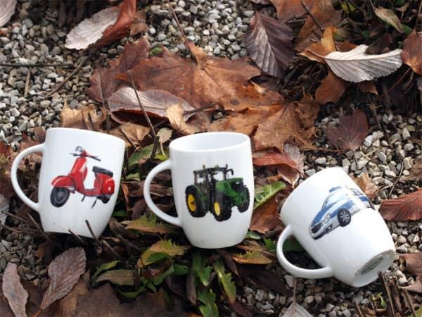 drei Porzellanbecher Daria 260 ml mit Vespa, Traktor John Deere und Polizeiauto